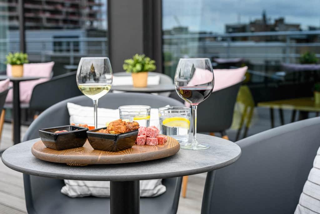 PREMIER SUITES PLUS Antwerp terrace 7th Heaven Food Café tapas with white and red wine