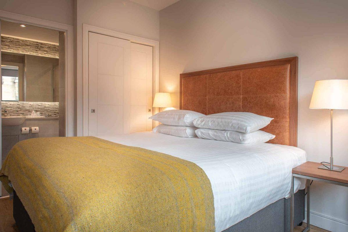 Bedroom with ensuite at PREMIER SUITES PLUS Glasgow Bath Street