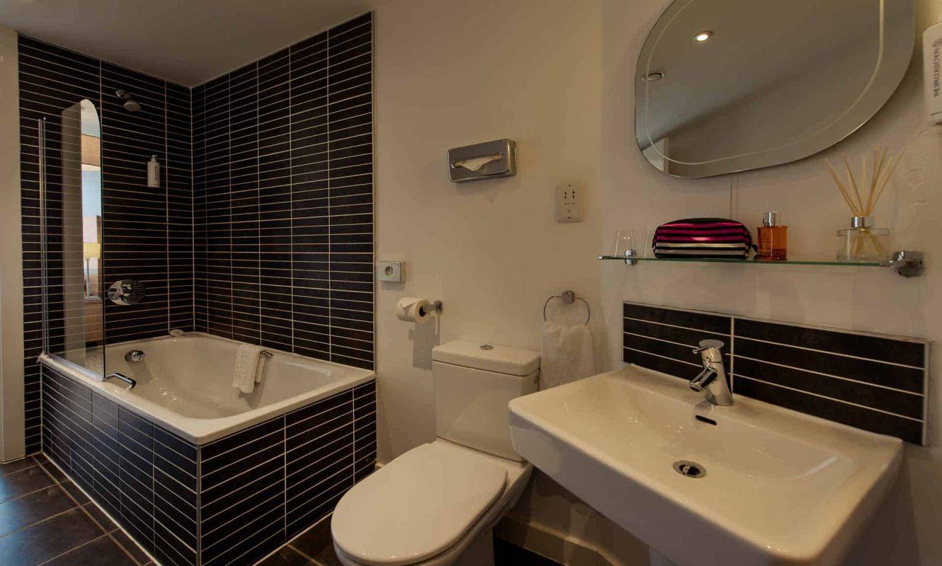 Ensuite bathroom facilities at PREMIER SUITES Liverpool