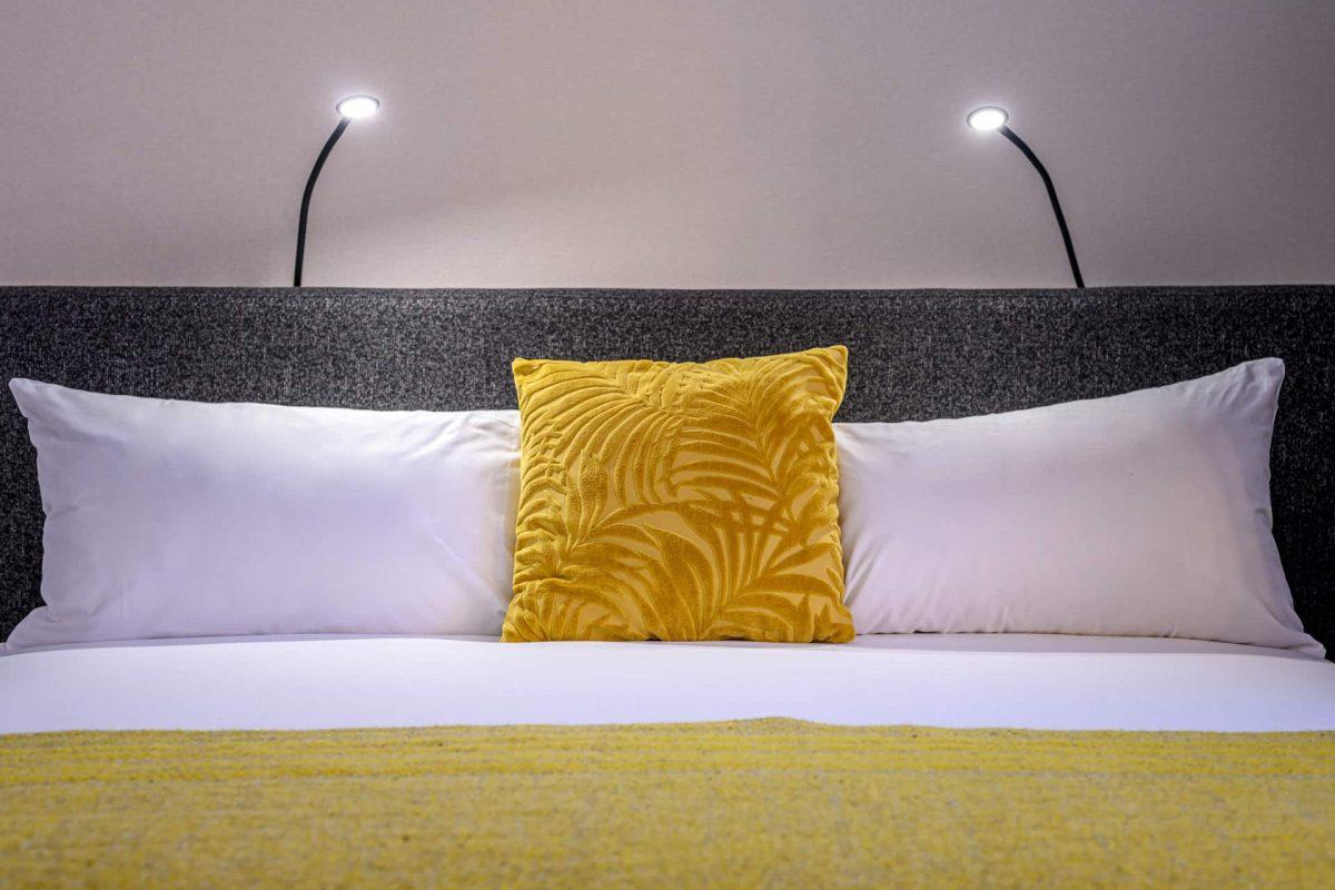 PREMIER SUITES PLUS Antwerp Executive room with kitchen Bed