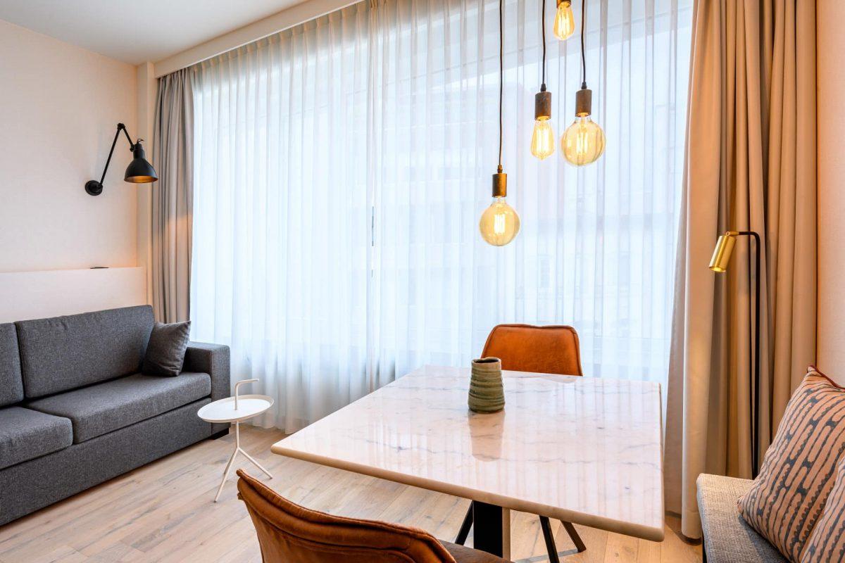 PREMIER SUITES PLUS Antwerp Executive Studio with Kitchen Dining Table