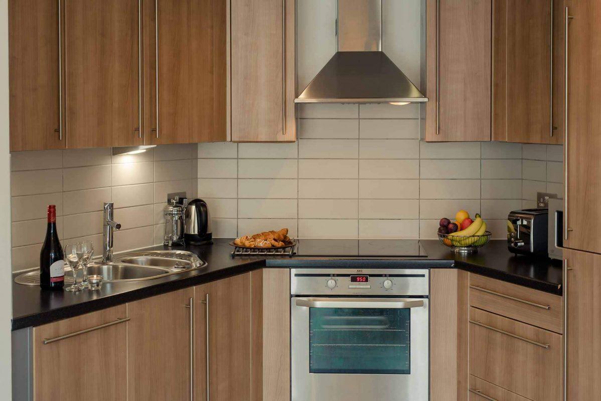 Cuisine entièrement équipée avec tous les appareils électroménagers à PREMIER SUITES Liverpool