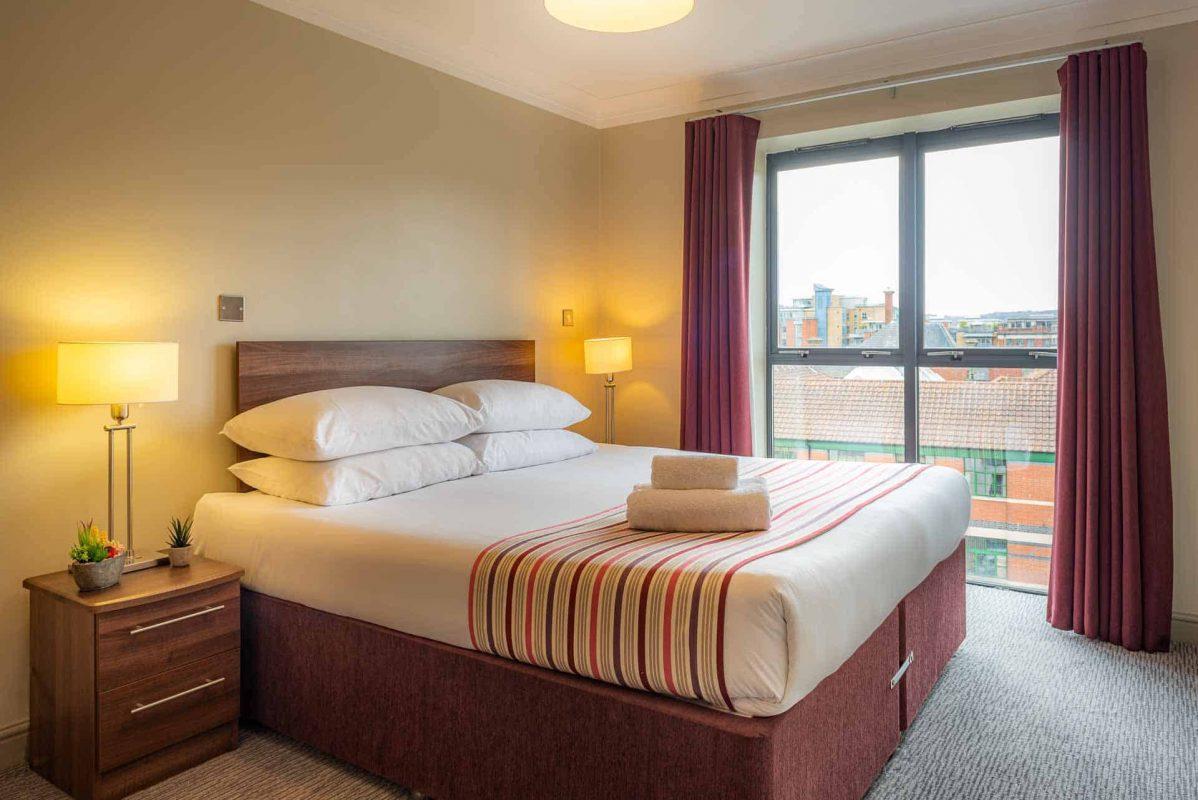 Large bedroom at PREMIER SUITES Bristol Redcliffe