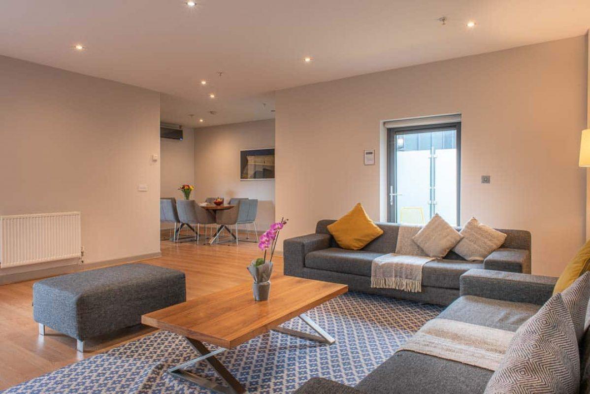 Large open plan serviced apartment at PREMIER SUITES PLUS Glasgow George Square