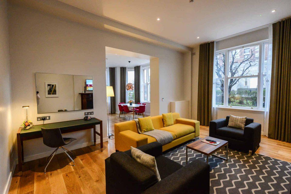 Merrion Suite at PREMIER SUITES PLUS Dublin Ballsbridgeopen plan lounge and dining room