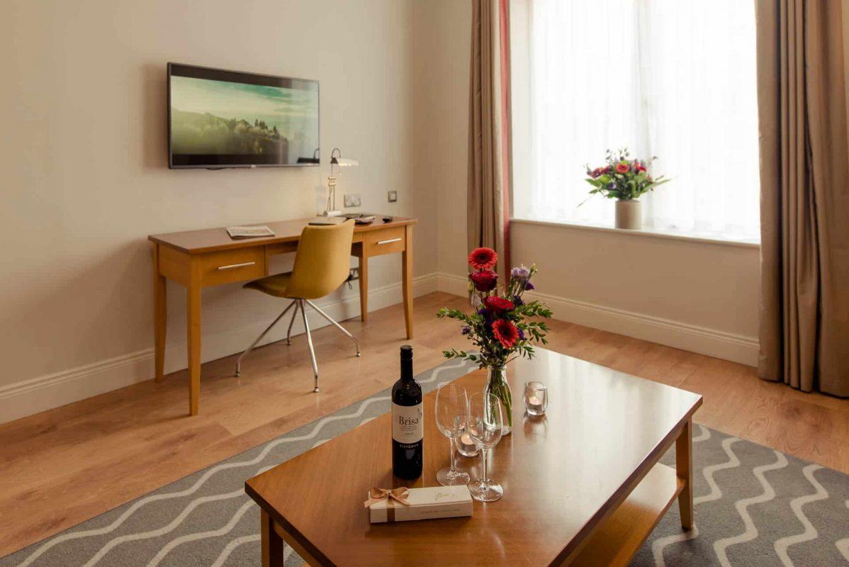 PREMIER SUITES PLUS Dublin Leeson Street wine and chocolates