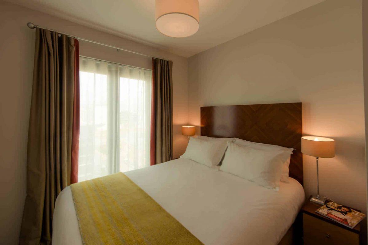 PREMIER SUITES Dublin Sandyford (Double bed view from door)