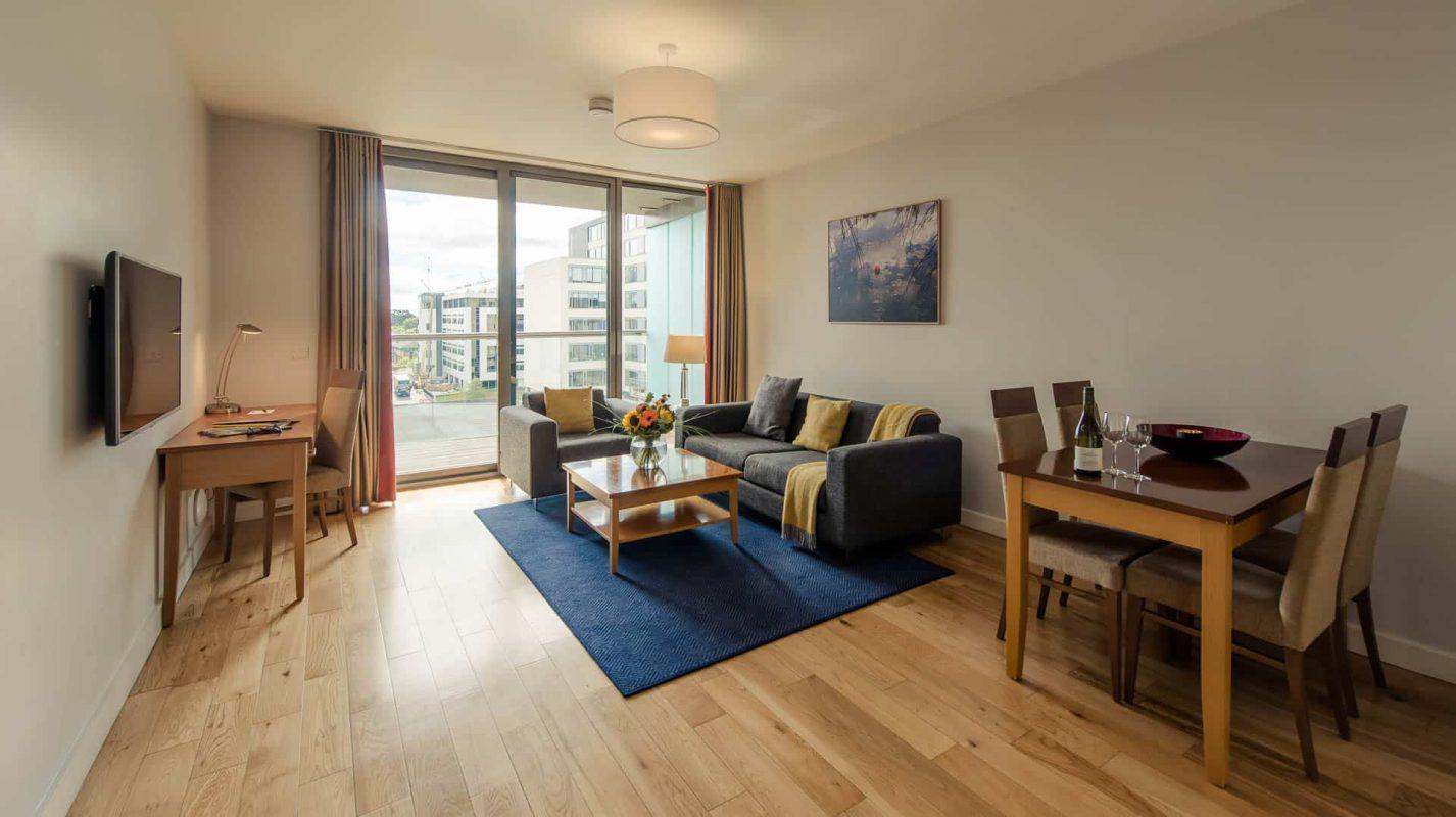 PREMIER SUITES Dublin Sandyford (living room full room view)