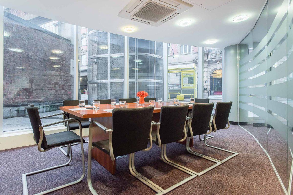 PREMIER SUITES Liverpool grande salle de réunion moderne