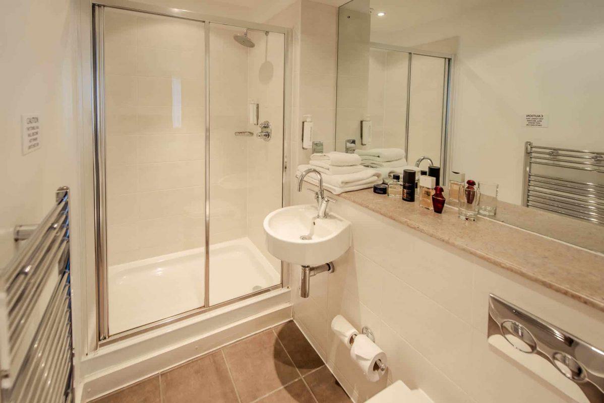 PREMIER SUITES Manchester two bedroom apartment en suite