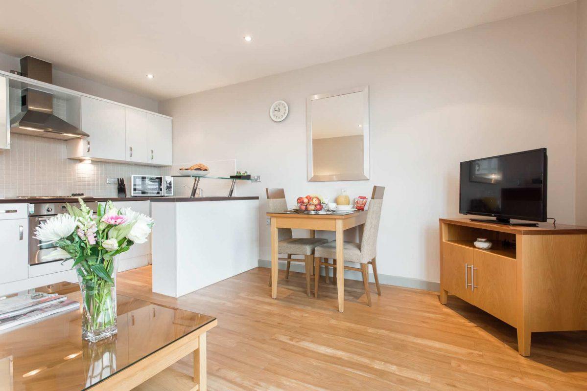 PREMIER SUITES Nottingham appartement met een slaapkamer en eethoek