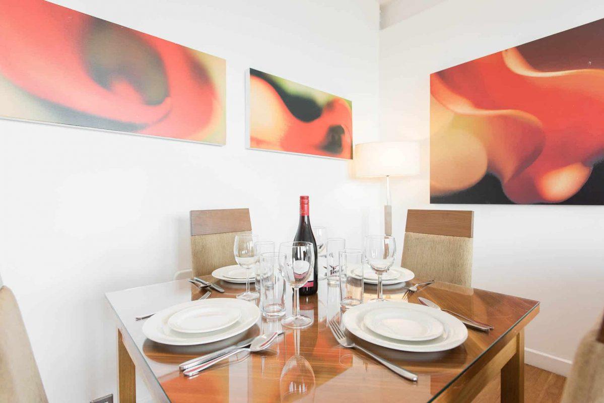 PREMIER SUITES Nottingham penthouse table à manger