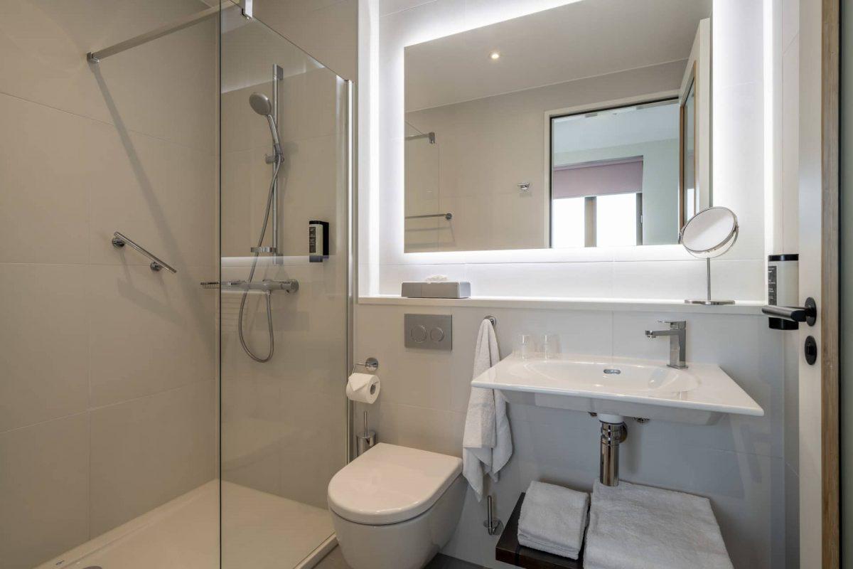 PREMIER SUITES PLUS Amsterdan Superior One Bedroom Apartment Bathroom