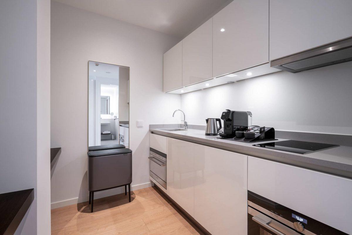 PREMIER SUITES PLUS Amsterdam Loft kitchen