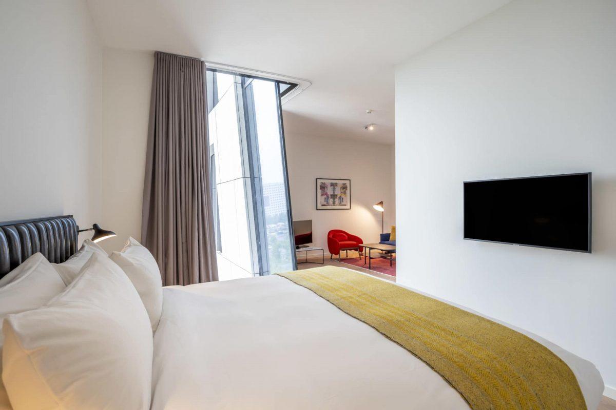 PREMIER SUITES PLUS Amsterdan Superior One Bedroom Apartment Bed
