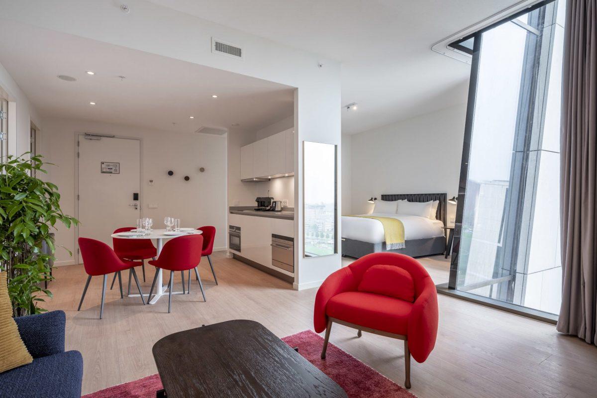 PREMIER SUITES PLUS Amsterdan Superior One Bedroom Apartment Dining Area