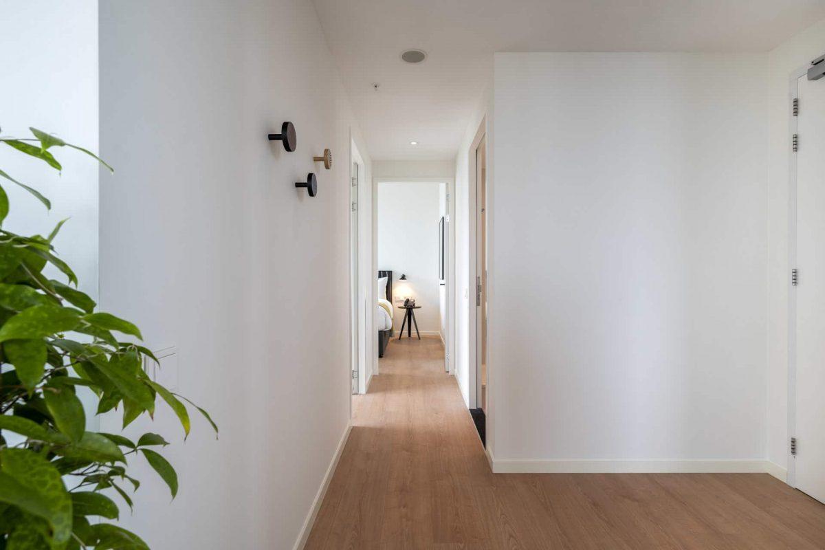 PREMIER SUITES PLUS Amsterdam Two and Three Bedroom Apartment Corridor
