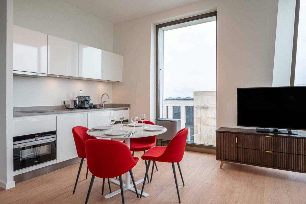 PREMIER SUITES PLUS Amsterdam Two Bedroom Apartment Kitchen