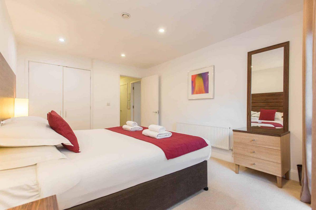 PREMIER SUITES PLUS Bristol Cabot Circus large double bedroom with ensuite