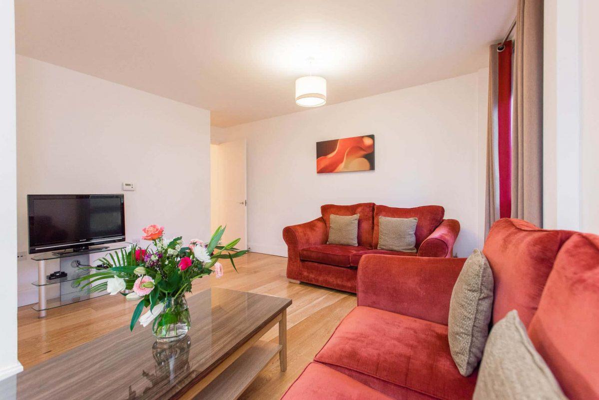 PREMIER SUITES PLUS Bristol Cabot Circus spacious two bedroom living area