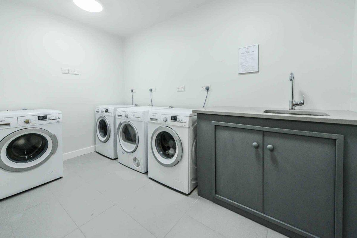 PREMIER SUITES PLUS Dublin Ballsbridge self service laundry room