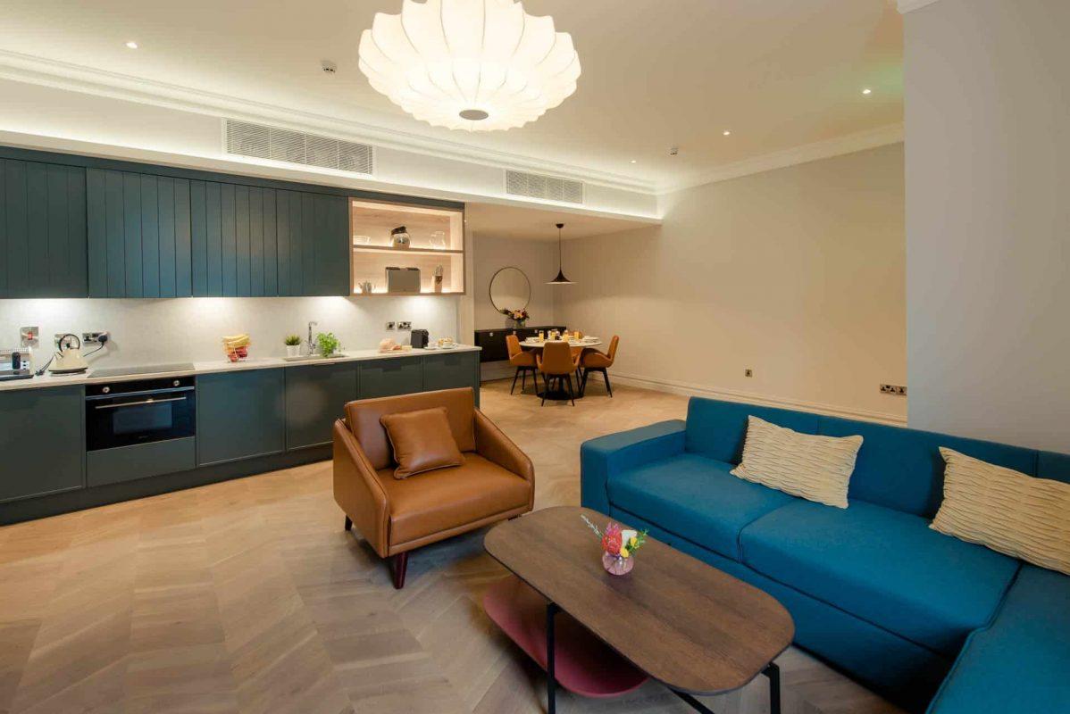 PREMIER SUITES PLUS Dublin Leeson Street bright spacious luxurous living