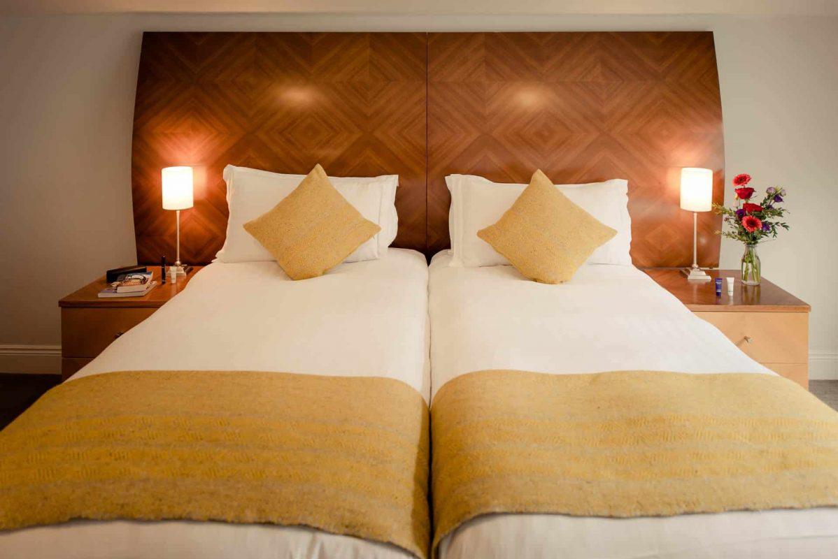 PREMIER SUITES PLUS Dublin Leeson Street closeup twin beds