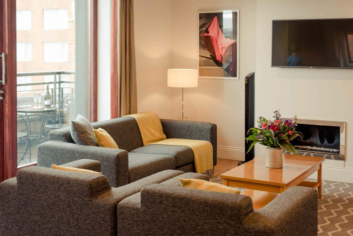 PREMIER SUITES PLUS Dublin Leeson Street living room