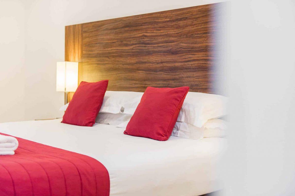 PREMIER SUITES PLUS cosy double bed