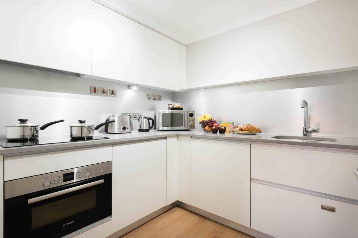 PREMIER SUITES Reading fully furnished kitchen