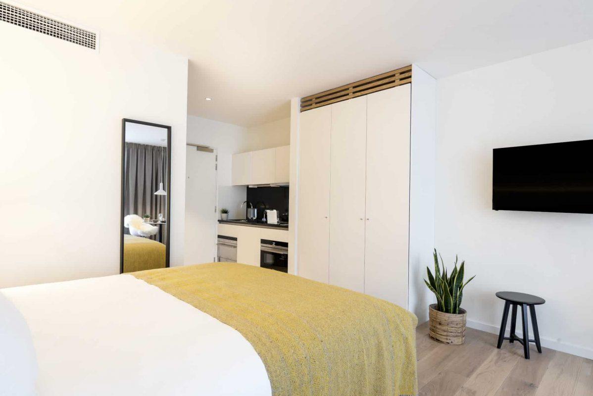 PREMIER SUITES PLUS Antwerp Penthouse Studio Kitchen