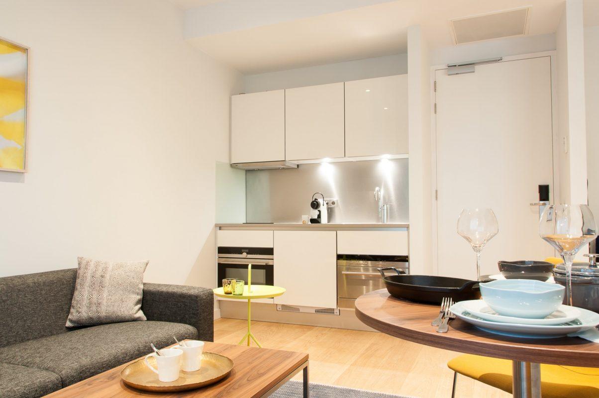PREMIER SUITES Rotterdam Superior Appartement met één Slaapkamer Eethoek