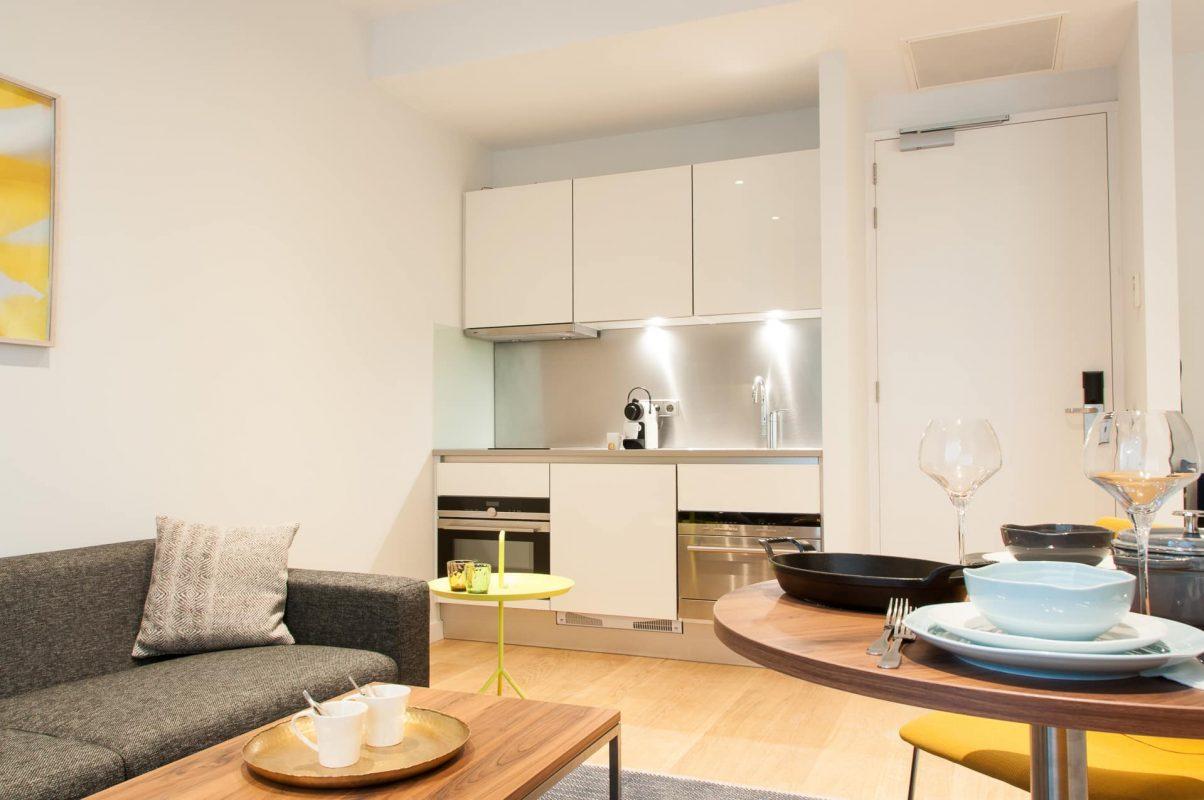 PREMIER SUITES Rotterdam Superior Apartment mit einem Schlafzimmer Essbereich