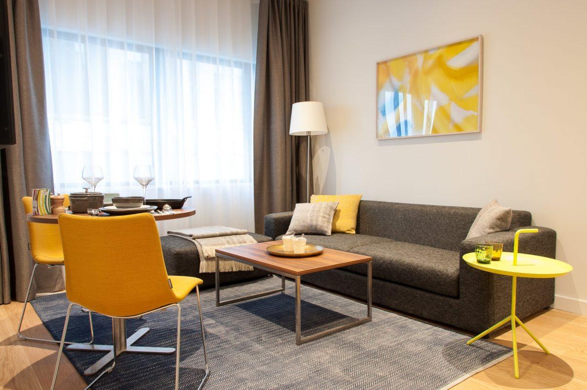 PREMIER SUITES Rotterdam Superior Apartment mit einem Schlafzimmer und Sitzbereich