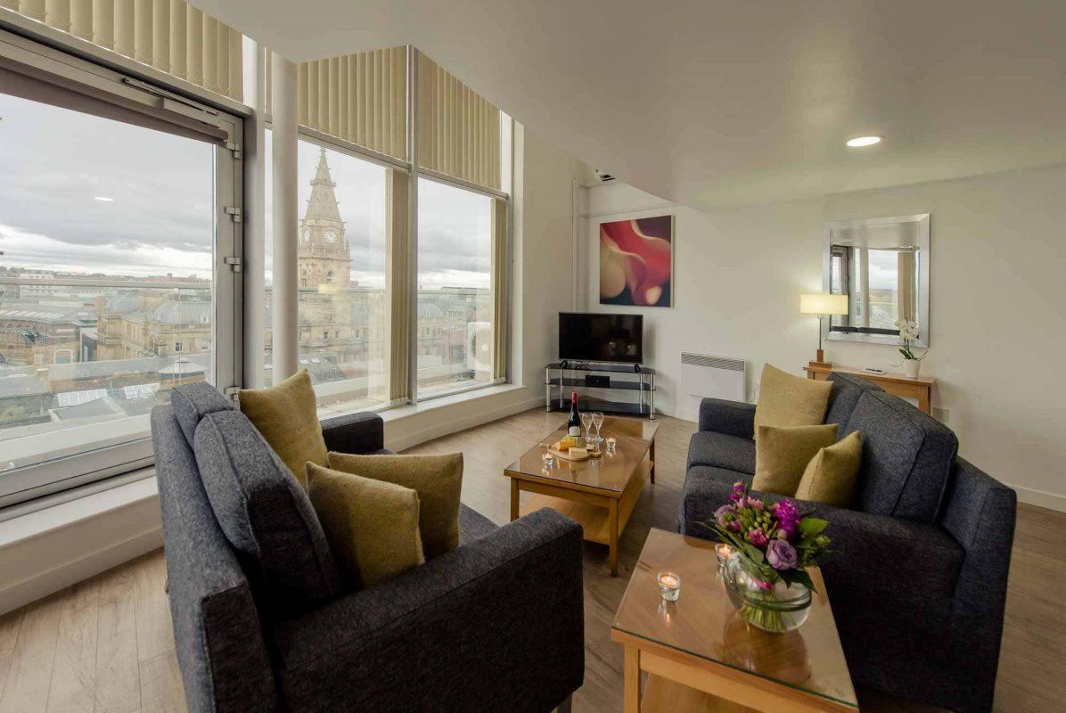 Sitting-area-overlooking-Liverpool-skyline-at-PREMIER-SUITES-Liverpool (1)