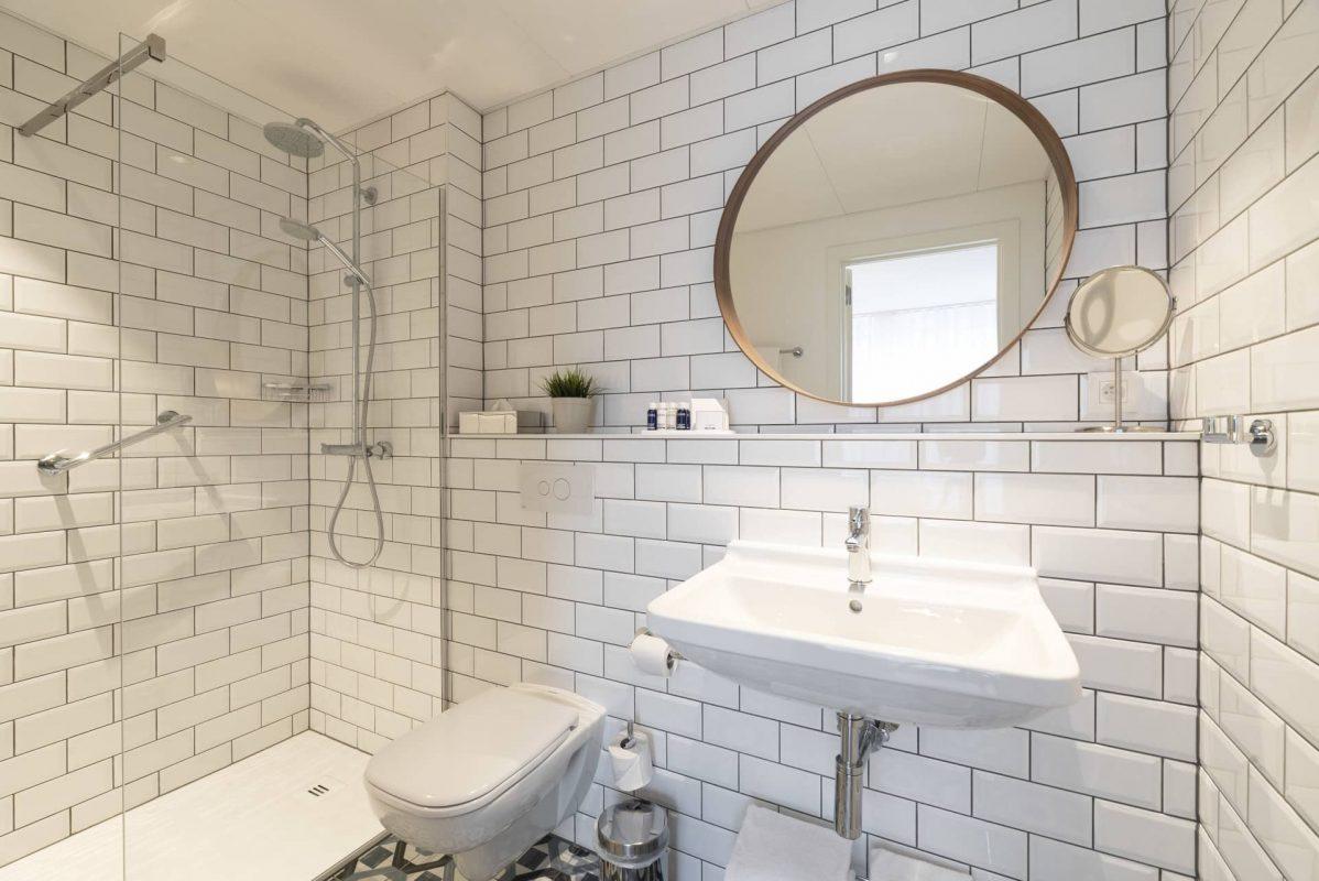 PREMIER SUITES PLUS Antwerp Penthouse Studio Walk In shower